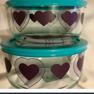 2 New Pyrex 4 cup bowls with lid Purple Hearts